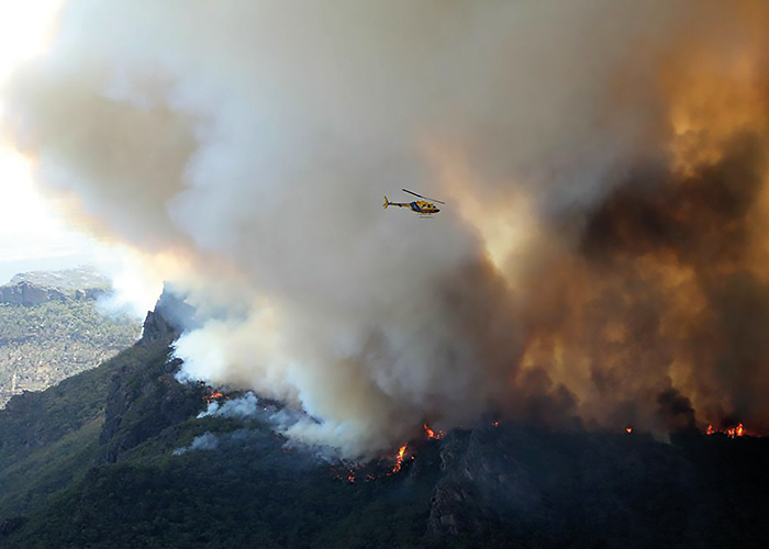 Coupled models will be able to better predict fire behaviour along ridgelines, such as this bushfire in the Grampians National Park in Victoria, 2014.